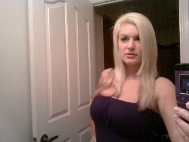 Nora from North Massapequa   Woman   19 years old