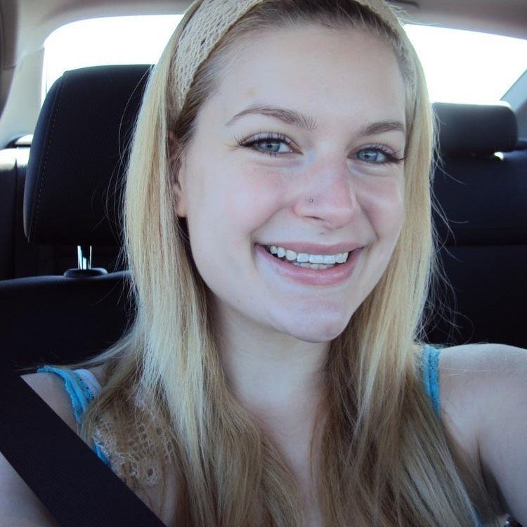 Ellie from Lehigh Acres | Woman | 22 years old