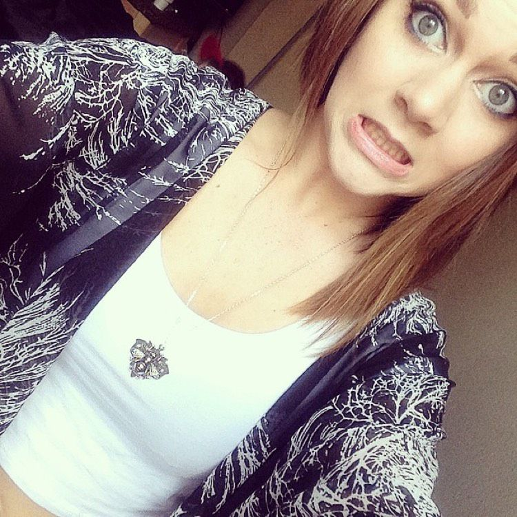 Mila from Lake Forest   Woman   21 years old