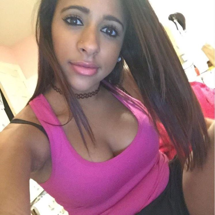 Lily from Corona | Woman | 24 years old