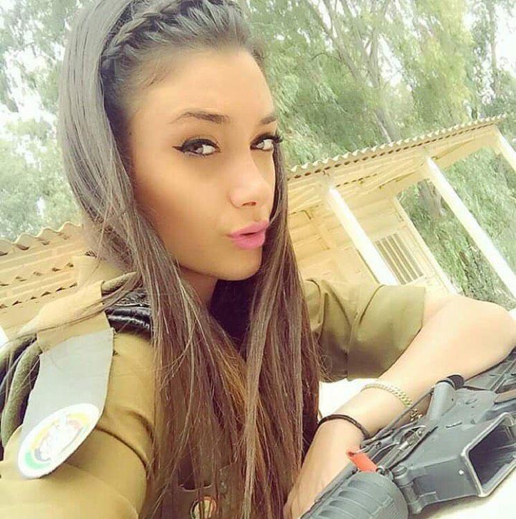 Eliana from Lakewood | Woman | 22 years old