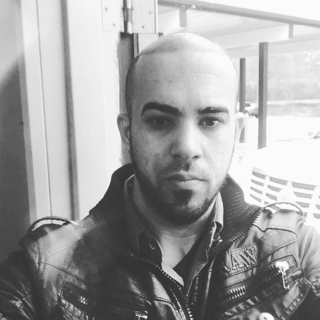Julian from East Orange | Man | 22 years old