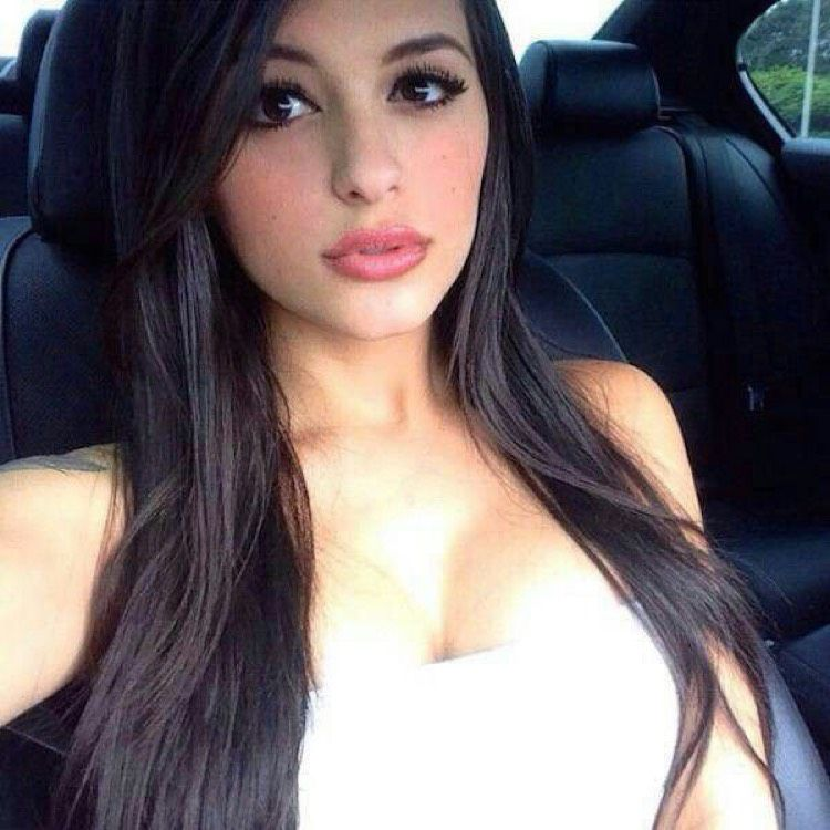 Charlotte from Dix Hills | Woman | 22 years old