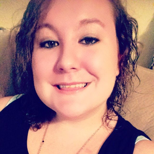 Emma from Smyrna | Woman | 21 years old
