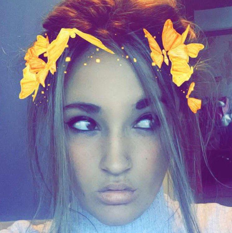Ella from Huntsville | Woman | 21 years old